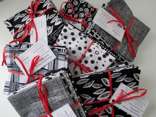 Black and White Bundles (580x435)